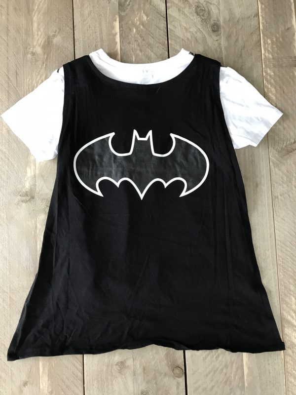 Batman logo op pyjama. Cape kan eraf. Shortama van Batman